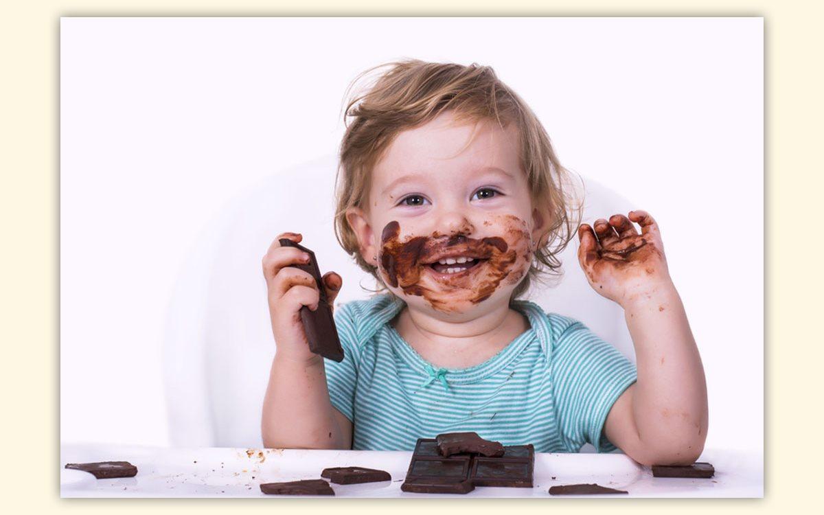 Смешные картинки девочка ест шоколад, лошадью