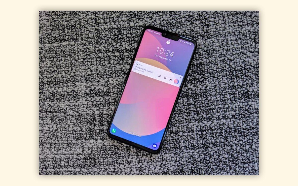 72180403a7741 Смартфон считывает форму, толщину и другие характеристики вен на ладони.  Чтобы разблокировать устройство, нужно поднести руку к датчику.