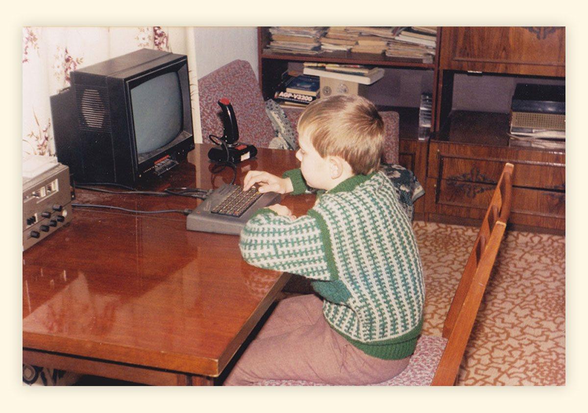 «В то время компьютером можно было прогреть комнату». Фото украинских айтишников эпохи нулевых