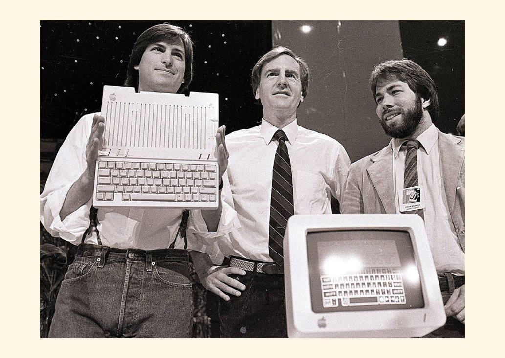 Основатели Apple Стив Джобс, Джон Скалли и Стив Возняк в 1984 году
