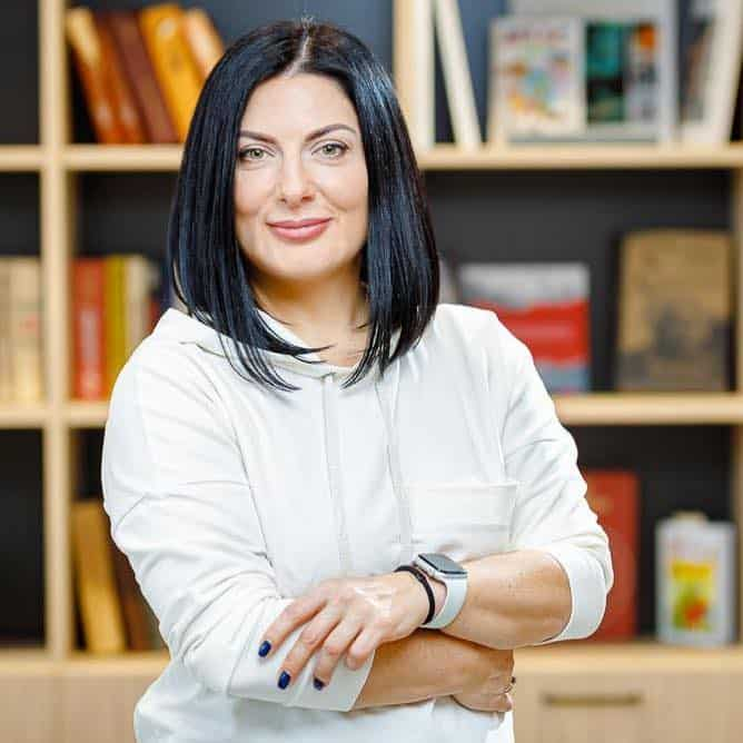 Елена Плахова