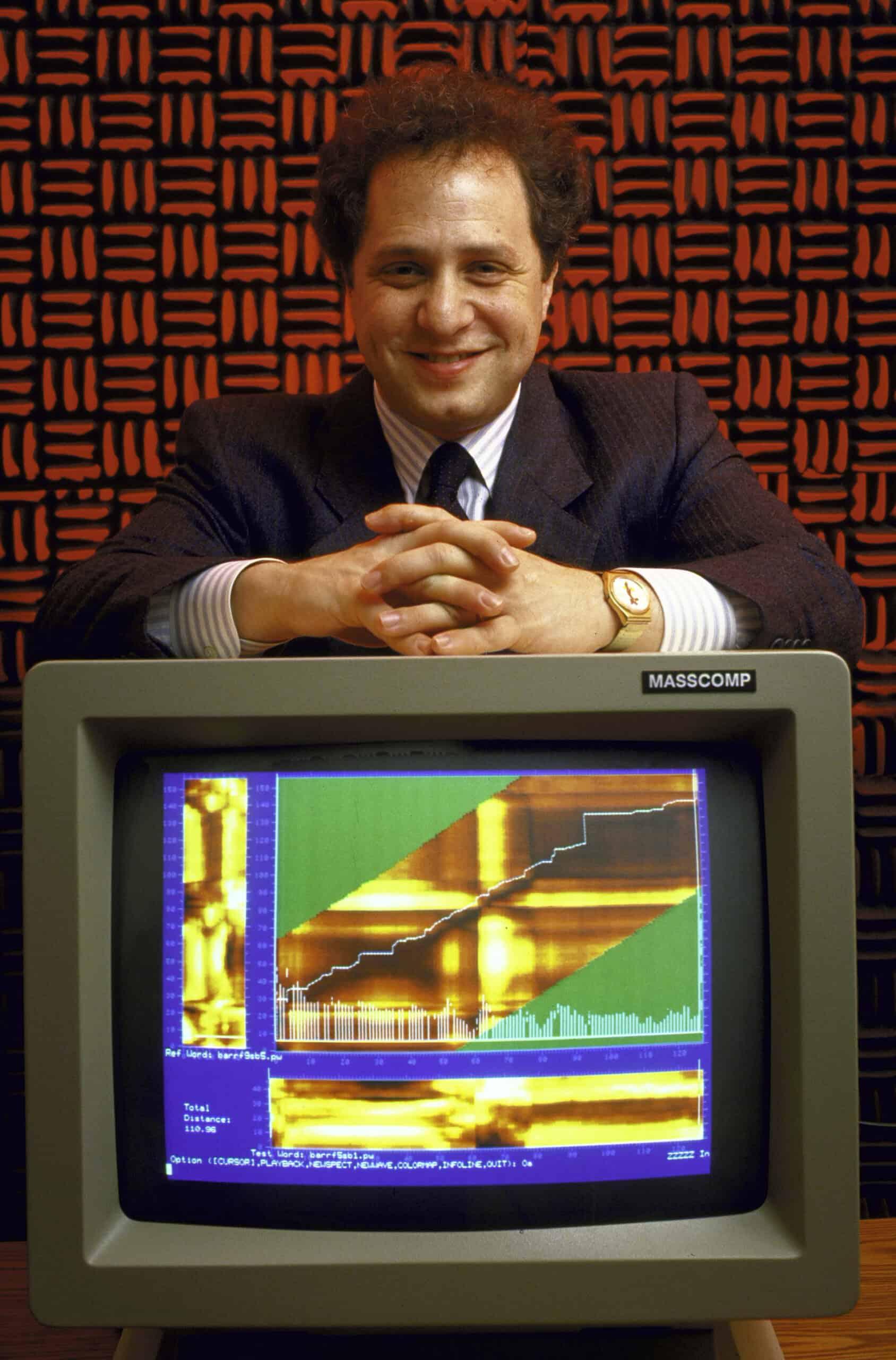 Курцвейл с программным обеспечением, разработанным его компанией, которое отображало речевой паттерн
