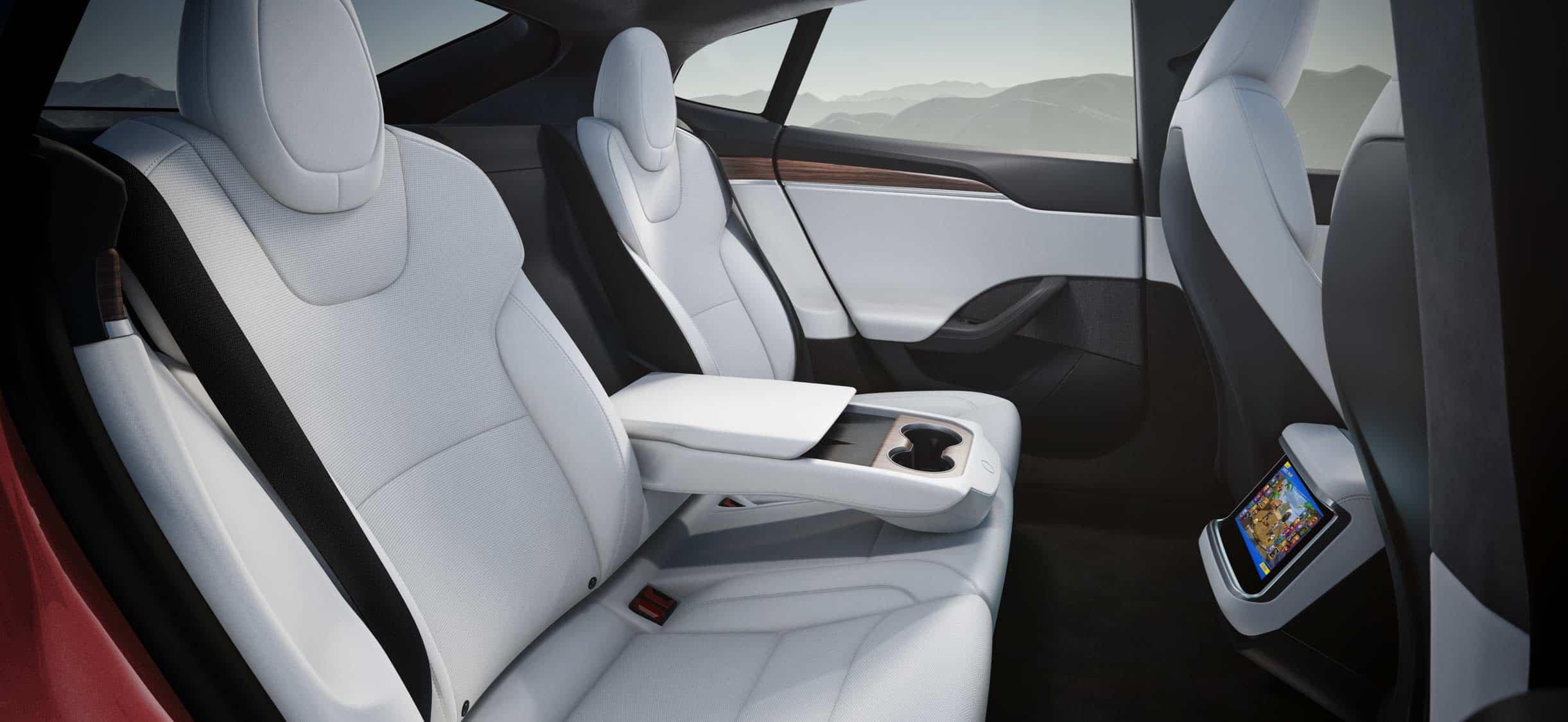 Салон Tesla Model S Plaid