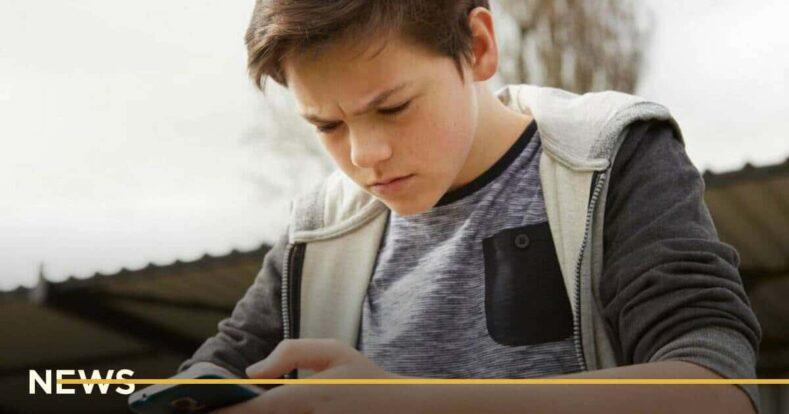 Підлітки стали самотніші через смартфони