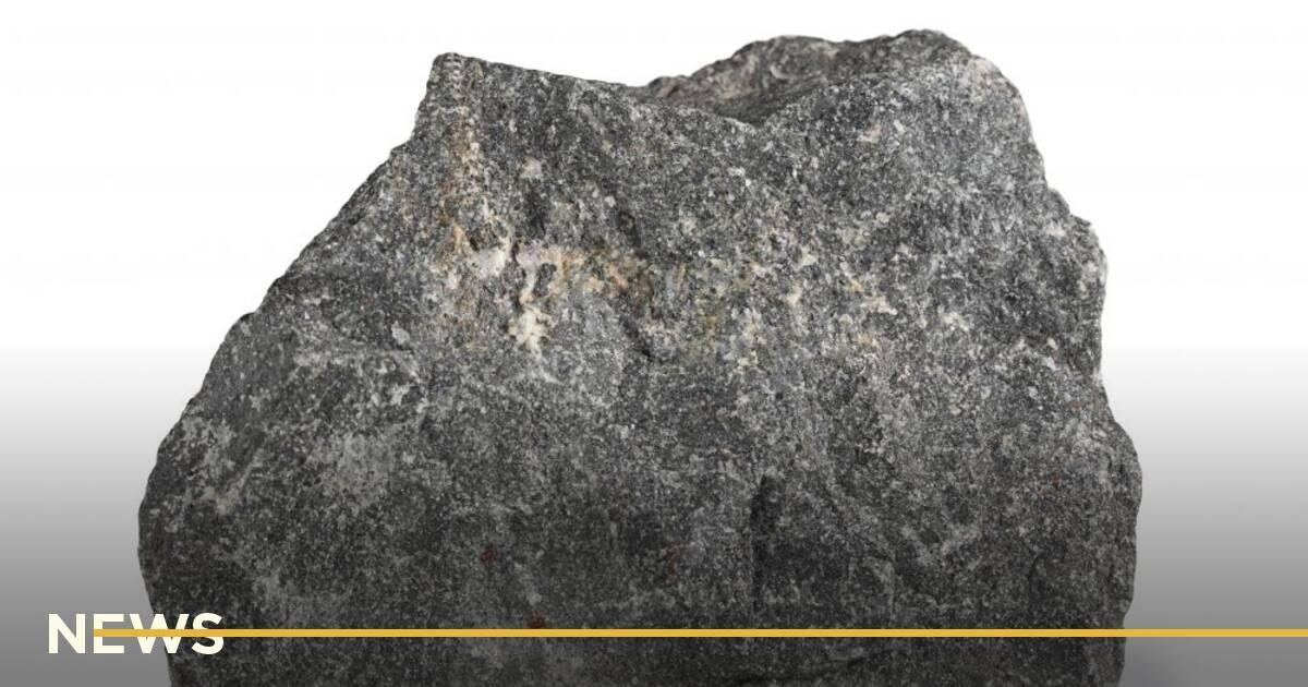 Малюнок камінця з очима продали як NFT за $1,3 млн